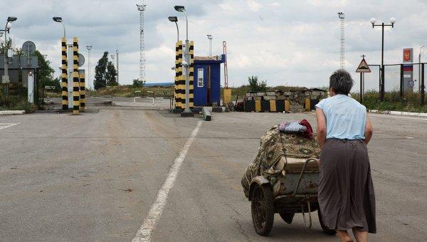 Ситуация на пограничном пункте пропуска Изварино, архивное фото