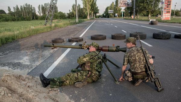 Бойцы батальона народного ополчения Восток во время боя за аэропорт в Донецке