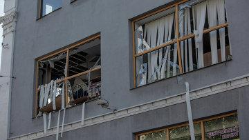 Здание в Донецке, поврежденное в результате взрыва. Архивное фото.