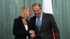 Министр иностранных дел Италии Федерика Могерини и министр иностранных дел России Сергей Лавров. Архивное фото