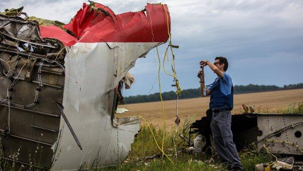 Поисковые работы на месте крушения малазийского лайнера Boeing 777. Архивное фото