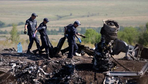 Работы на месте крушения самолета Boeing 777 авиакомпании Malaysia Airlines на Украине. Архивное фото