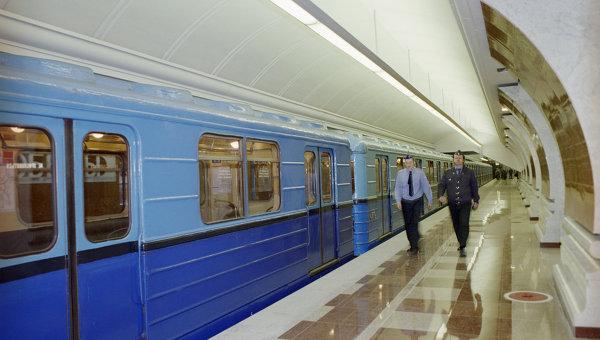 На платформе станции метрополитена Парк Победы. Архивное фото