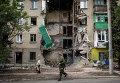 Жилое здание, поврежденное после обстрела украинскими военными города Снежный