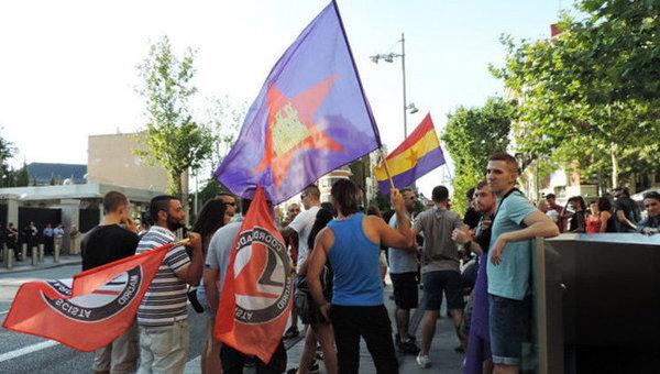 У посольства США в Мадриде прошел митинг против войны на Украине