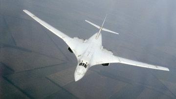 Сверхзвуковой стратегический бомбардировщик Ту-160, архивное фото