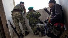 Ополченцы во время боя в городе Шахтерск под Донецком. Архивное фото