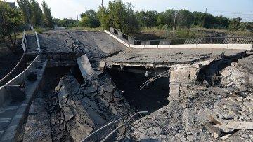 Взорванный автомобильный мост в Горловке