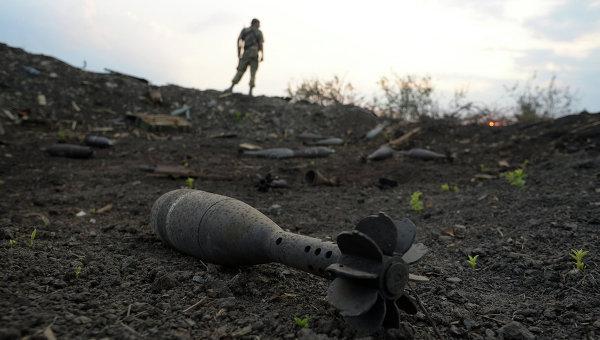 Боеприпасы на КПП Должанский. Архивное фото