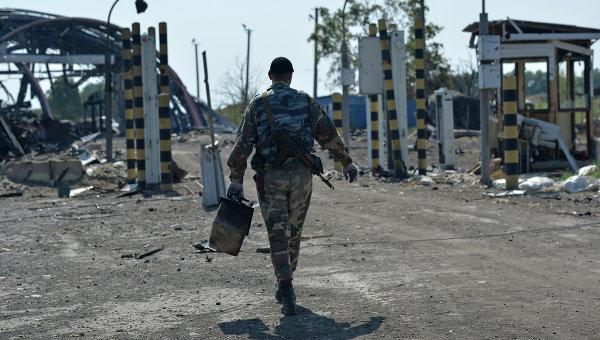 Ополченец Луганской народной республики на КПП Должанский