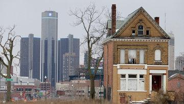 Штаб-квартира General Motors в Детройте и заброшенное жилое здание города