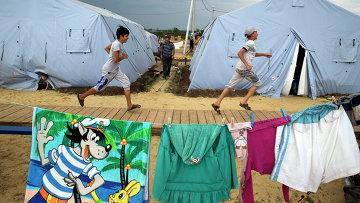 Дети в лагере МЧС для беженцев. Архивное фото