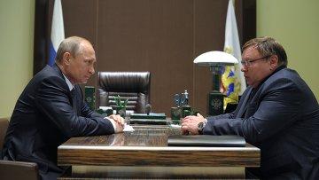 Президент России Владимир Путин и временно исполняющий обязанности губернатора Ивановской области Павел Коньков