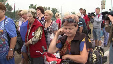 Украинцы стояли в очереди на КПП, чтобы пересечь границу и купить еду в РФ