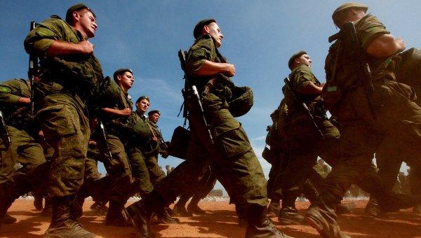 Солдаты на марше. Архивное фото