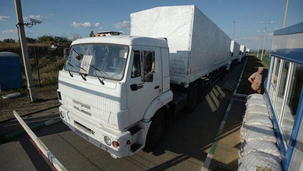 Колонна автомобилей КамАЗ с гуманитарной помощью для жителей юго-востока Украины