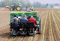 Фермеры на поле в Германии