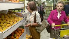 Женщины в супермаркете в Каракасе. Архивное фото