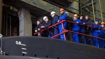 Спуск на воду дизель-электрической подводной лодки Старый Оскол