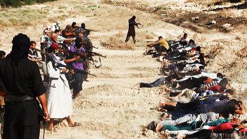 Массовая казнь боевиками ИГ в Ираке. Архивное фото