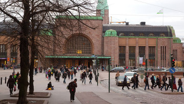 Здание городского железнодорожного вокзала в Хельсинки,архивное фото