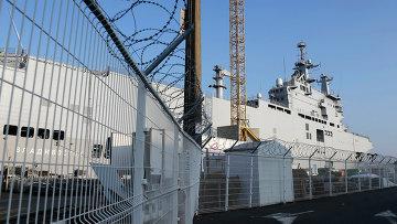 Вертолетоносец Владивосток класса Мистраль в порту города Сен-Назер, Франция. Архивное фото