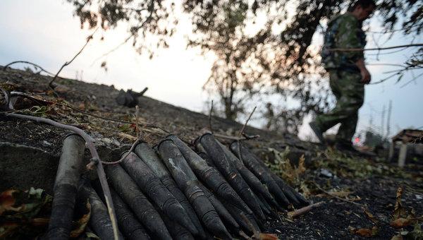 Снаряды на КПП Должанский. Архивное фото