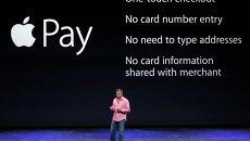 Вице-президент компании Apple Эдди Кью выступает на презентации в Купертино, США