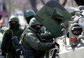 Люди в военной форме на улицах Симферополя