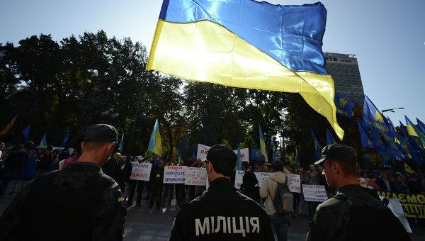 Сотрудники правоохранительных органов у здания Верховной Рады Украины в Киеве. Архивное фото
