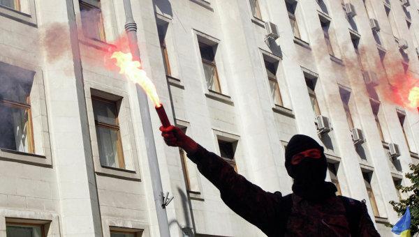 Протестующий у здания украинского Парламента в Киеве