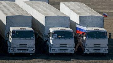Машины третьего российского гуманитарного конвоя для юго-востока Украины