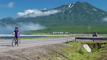 Вид на вулкан Богдан Хмельницкий на острове Итуруп. Курильские острова
