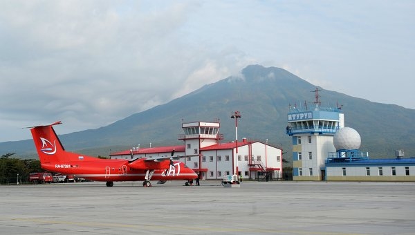 Самолет с главой администрации президента РФ Сергеем Ивановым на борту прибыл в аэропорт острова Итуруп