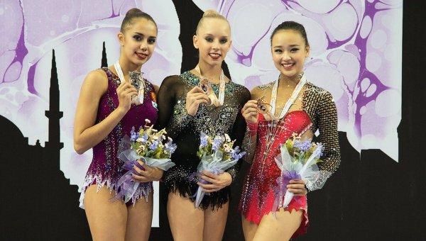 Призеры упражнений с обручем на чемпионате мира по художественной гимнастике в Измире