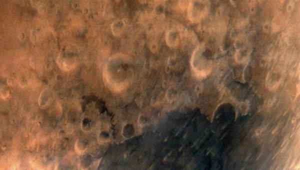 Первый снимок поверхности Марса индийского спутника
