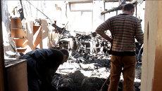 Волонтеры разбирали завалы в разрушенной обстрелами донецкой школе