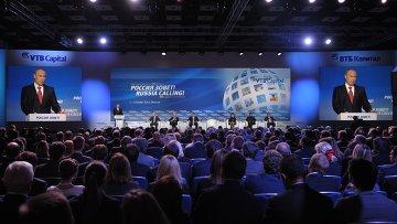 Президент России Владимир Путин выступает на VI ежегодном инвестиционном форуме ВТБ Капитал Россия зовет!