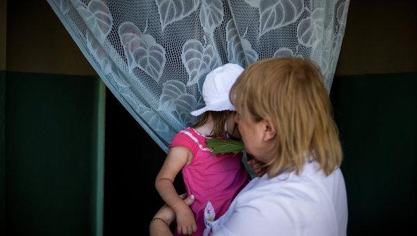 Эвакуация детей из дома ребенка в Луганске. Архив