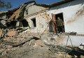 Разрушенный жилой дом после обстрела силовиками окрестностей Донецка 3 октября 2014