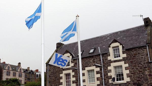 Шотландские флаги. Архивное фото