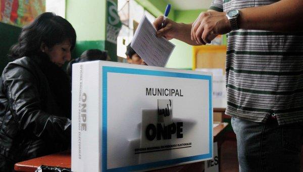Избирательный участок в Перу. Лима, 5 октября 2014