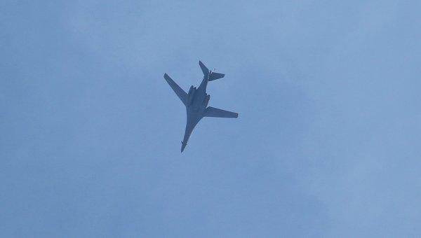 Самолеты ВВС США, пролетающие над сирийским городом Кобани