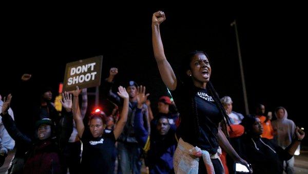 Жители Сент-Луиса протестуют против убийства полицейским чернокожего подростка, 9 октября 2014