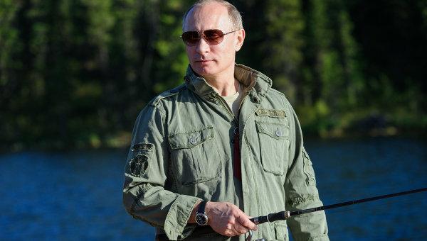 Президент России Владимир Путин во время рыбалки. Архивное фото