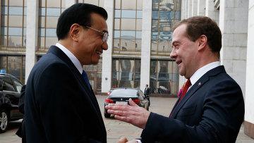 Председатель правительства РФ Дмитрий Медведев и премьер Государственного совета Китайской Народной Республики Ли Кэцян