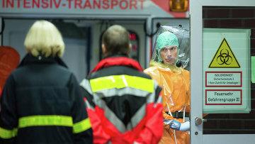 Госпитализация больного Эболой. Архивное фото