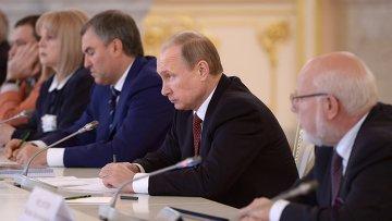 Президент России Владимир Путин на заседании Совета при президенте по развитию гражданского общества и правам человека. Архивное фото