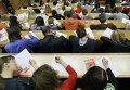 Жители Новосибирска пишут диктант в аудитории Новосибирского государственного университета
