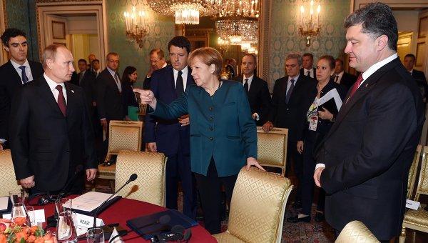 Владимир Путин, Ангела Меркель и Петр Порошенко во время рабочего завтрака в Милане 17 октября 2014